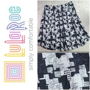 LuLaRoe Madison 3XL 24-26 Full Pleated Skirt B&W